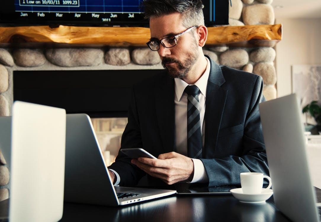 La digitalisation de la relation client : Un défi pour les commerciaux