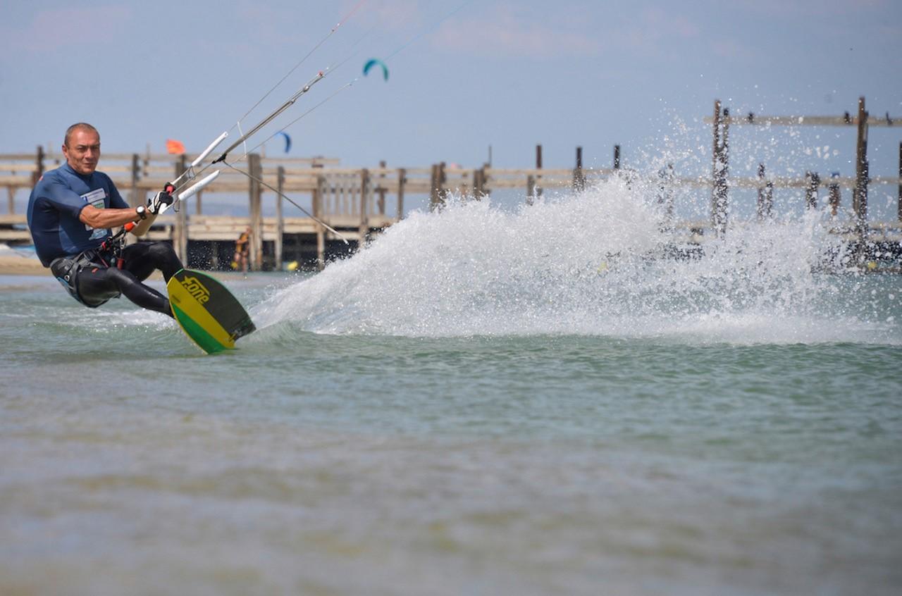 Kitesurf : Chris Ballois bat le record du monde de vitesse parmi les